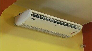 Com o calor, instalações de ar condicionados dobram em Passos (MG) - Com o calor, instalações de ar condicionados dobram em Passos (MG)