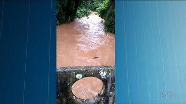 Rio Mossunguê volta a subir na capital - Normalmente o rio é calmo, mas quando chove a correnteza fica perigosa.