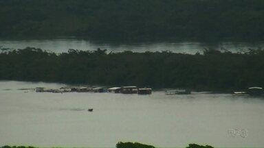 Nível do rio Paraná sobe e prainha de Porto Rico fica submersa - A água chegou até às barracas que ficam na prainha.