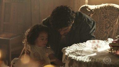 Inácio brinca com Mariana - Angélica busca a miúda para comer e Inácio lamenta afastar-se dela