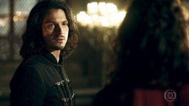 Rodolfo e Cássio não convencem Afonso a desistir de abdicar do trono - Cássio pede que ele reconsidere e não seja impulsivo. Rodolfo fica sem acreditar que seu irmão queira viver igual a um plebeu
