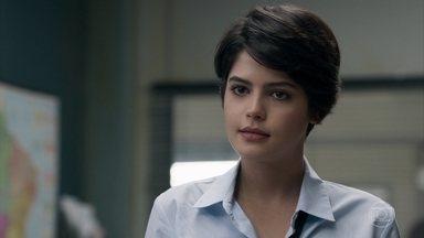 Adriana afirma a Vinícius que Elizabeth é inocente - Patrick acredita que os assassinatos de Laerte e Vanessa foram cometidos pela mesma pessoa