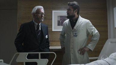 Natanael convence Renato a deixar ele falar com Elizabeth - O médico explica que a paciente não pode se emocionar