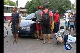 Acidente entre uma motocicleta e um carro é registrado na manhã desta sexta-feira, 26 - O acidente chamou atenção dos curiosos.