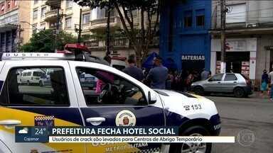 Prefeitura de SP fecha hotel social do programa De Braços Abertos - Usuários de crack que trabalham como varredores foram levados para Centro de Abrigo Temporário. Prefeitura reafirmou que vai acabar com todos os hotéis sociais.