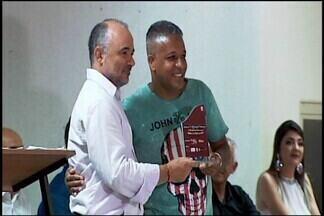 Atletas e clubes destaques de Araxá em 2017 recebem premiação por reconhecimento - Do futebol aos esportes especializados, noite de premiações marca reconhecimento de personalidades da última temporada em Araxá