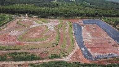 Prefeitura de Leme, SP, é multada por jogar lixo em terreno sem autorização da Cetesb - Cetesb informou que não tem prazo para liberar novo terreno.