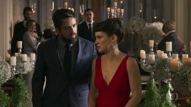 Clara pede para voltar para casa com Renato - Melissa pega o buquê de Laura