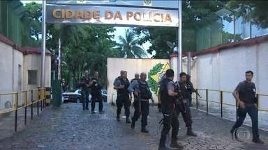 Polícia Civil do Rio realiza operação na favela do Jacarezinho - Mais de 300 policiais buscam drogas e traficantes na favela, na Zona Norte do Rio de Janeiro. No começo do mês, um delegado foi assassinado nesta comunidade.