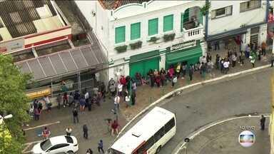 Vai curtir o carnaval em área de risco da febre amarela? Vacine-se! - Como o efeito da vacina só começa dez dias após a imunização, esta quarta (31) é o dia limite para se imunizar. São Paulo tem filas enormes.