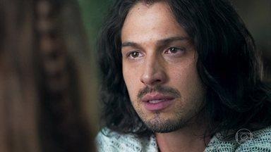 Afonso decide vender o anel que foi de sua avó para quitar a dívida com Virgílio - Ele avisa a Amália que vai a Montemor pegar a joia e conseguirá o dinheiro para comprar a casa da família da amada