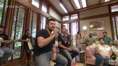João Bosco e Vinícius cantam 'Falando Sério' - Dupla anima a manhã de sábado no programa