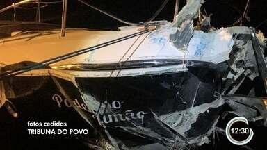 Dois ficam feridos após lancha bater em balsa no canal de São Sebastião - Homem e mulher tiveram ferimentos leves e foram levados para o hospital em Ilhabela.