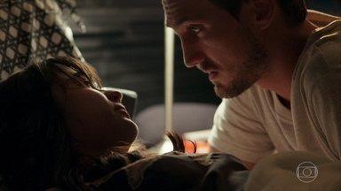 Laura diz a Rafael que quer a separação - O médico fica surpreso com reação da esposa após tentativa de aproximação. Laura tenta se explicar para Rafael, e os dois fazem um acordo