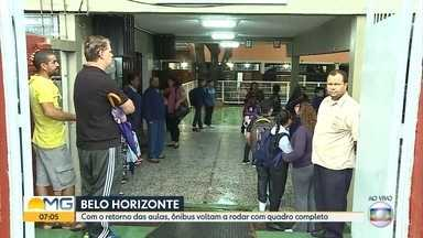 Cerca de 200 mil alunos da rede municipal de Belo Horizonte voltam às aulas nesta segunda - A previsão é que a volta às aulas também provoque um aumento de 10% no número de carros no trânsito da capital, segundo a BHTrans.