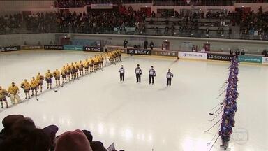 Olimpíada de Inverno aumenta as chances de acordo entre as Coreias - Depois do primeiro jogo da equipe mista de hockey que vai disputar os Jogos, a Coreia do Norte anunciou que a segunda maior autoridade do país vai pra abertura da Olimpíada