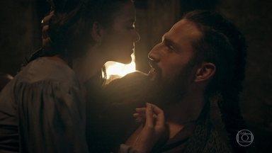 Catarina avisa a Constantino que ele deve pedir logo a mão dela para Augusto - A princesa diz para ele pedir o mais rápido possível