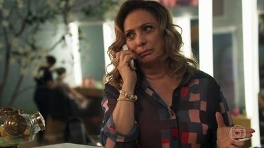 Nádia pede a Tônia que volte para Palmas - A médica pede mais alguns dias e faz suspense sobre gravidez