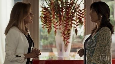 Elizabeth enfrenta Sophia e a culpa pelo atropelamento de Raquel - A mãe de Clara vai até a casa da ricaça para ver o neto