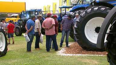 Empresas oferecem mimos para atrair os visitantes do Show Rural, em Cascavel - Vale de tudo para fechar um bom negócio.