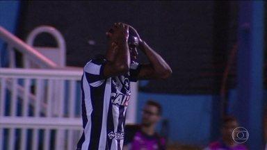 Botafogo é eliminado pela Aparecidense-GO e passa vexame na Copa do Brasil - Alvinegro leva a virada em Aparecida de Goiânia e cai na primeira fase da competição. Clime de decepção domina o elenco.