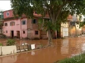 Nível do Rio Doce, em Governador Valadares atinge 2,26 metros na manhã dessa quarta (7) - algumas ruas próximas ao rio já começam a ser invadidas pela água.