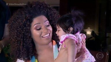 Juliana Alves concilia a vida de mamãe da Yolanda com a rotina de rainha de bateria - Atriz se desdobra para dar conta das atividades
