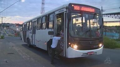 Moradores reclamam de demora de ônibus, em Manaus - Eles também denunciaram condições de coletivos da capital.