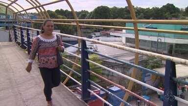 Passarelas na Av. Torquato Tapajós, em Manaus, seguem deterioradas - Obra previa melhora da estrutura, o que não foi realizado.
