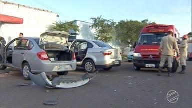 Motorista passa mal e provoca acidente em avenida movimentada de Campo Grande - Outro veículo também se envolveu no acidente. Os dois motoristas passam bem.