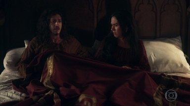 Rodolfo sonha que está grávido - Ele tem um pesadelo e acorda gritando, assustando Lucrécia