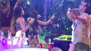Kaysar, Patrícia e Diego dominam a pista de dança ao som de 'Tic tic tac' - Kaysar, Patrícia e Diego dominam a pista de dança ao som de 'Tic tic tac'