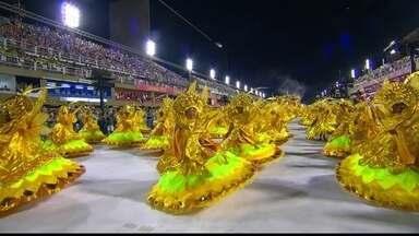 Baianas do Império Serrano são as senhoras da lenda da seda - Baianas do Império Serrano são as senhoras da lenda da seda