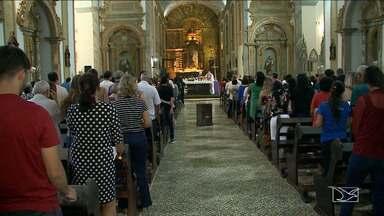 Missa de Cinzas é realizada em São Luís - Quarta-feira de Cinzas foi marcada por muita fé pelos devotos que buscavam uma celebração que dá início a quaresma.