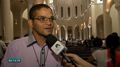 Missa das Cinzas atraem fiéis para a Catedral Metropolitana de Fortaleza - Saiba mais em g1.com.br/ce