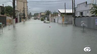 Alagamento por causa da forte chuva prejudica trafégo no bairro do Pinheiro - Moradores ficam ilhados.