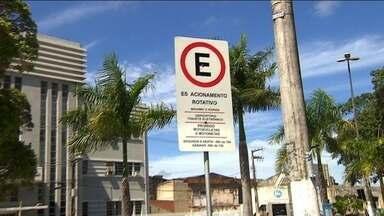Dificuldade em estacionar os veículos atrapalha compra de motoristas - Uma pesquisa do Serviço de Proteção ao Crédito (SPC) revelou que 52% dos brasileiros já deixaram de fazer uma compra por não terem onde parar o veículo.