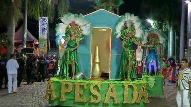 A Pesada e Caprichosos de Corumbá conquistam colocação no carnaval de Corumbá - Vários foliões se uniram para apreciar os desfiles carnavalescos.