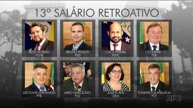 Vereadores e ex-vereadores de Curitiba começam a pedir 13º salário retroativo - O valor atualizado deve passar de R$1.100.00.