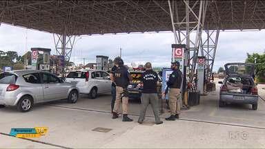 Seis carros pararam de funcionar depois de abastecerem em posto na BR-116 - Segundo o gerente do posto, o problema foi causado porque foi descarregado diesel na bomba de etanol por engano.