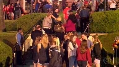 Estudantes americanos querem maior controle de armas - Sobreviventes de massacre em escola da Flórida iniciam marcha para exigir leis restritivas às armas.