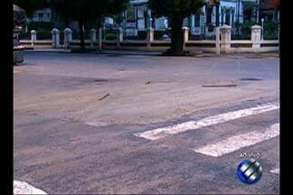 Recomposição do asfalto da travessa 3 de Maio será feito durante a manhã quarta-feira, 21 - A travessa foi interditada na manhã de terça-feira, 20, para obras.