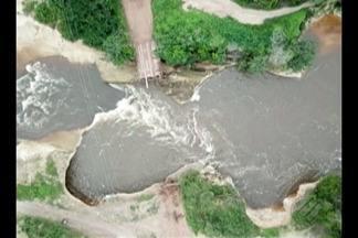 Ponte sobre o Rio Poti-Ritá foi destruída após forte correnteza - A prefeitura informou que vai viabilizar uma outra rota de acesso às comunidades enquanto recupera a ponte que cedeu.