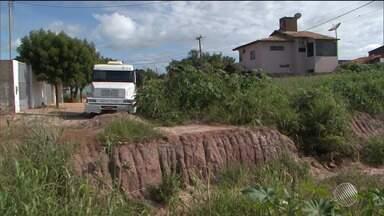 Obra inacabada provoca interdição de ruas em Luís Eduardo Magalhães - Bloqueio causa dificuldades para quem trabalha ou mora na região.