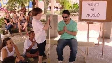 Crianças tiram dúvidas sobre a rotina dos cegos - Maurício respondeu às curiosidades da criançada com muita naturalidade