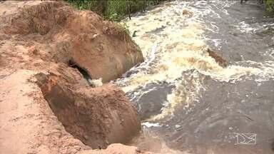 Chuvas provocam prejuízos na região do Vale do Pindaré - Na zona rural do município de Bela Vista a força da água de um igarapé danificou o aterro de uma estrada vicinal, causando a morte de vários animais.