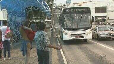 Por causa de greve dos motoristas, apenas 25 ônibus estão circulando em São Carlos, SP - Restante da frota continua parada após a paralisação de alguns motoristas e cobradores.