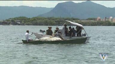 Polícia Ambiental faz operação em busca de 'piratas' - Alvo foi a comunidade Santa Cruz dos Navegantes, em Guarujá, local utilizado como rota de fuga dos assaltantes.