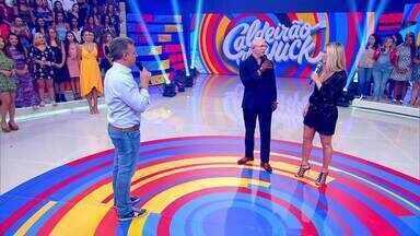 Claudia Leitte comenta parceria com o rapper Pitbull - Eles agitam a plateia ao som de 'Carnaval'