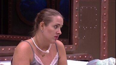 Patrícia fala sobre Viegas: 'Essa história de se esquivar é muito esquisito' - Patrícia e Diego estão sozinhos no Quarto Submarino